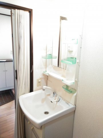 JAプレミール 102号室の洗面所