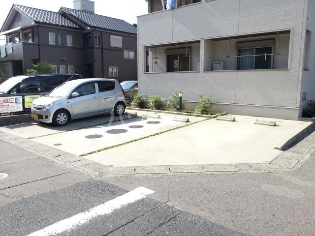 メゾンラフレシールⅡ 01020号室の駐車場