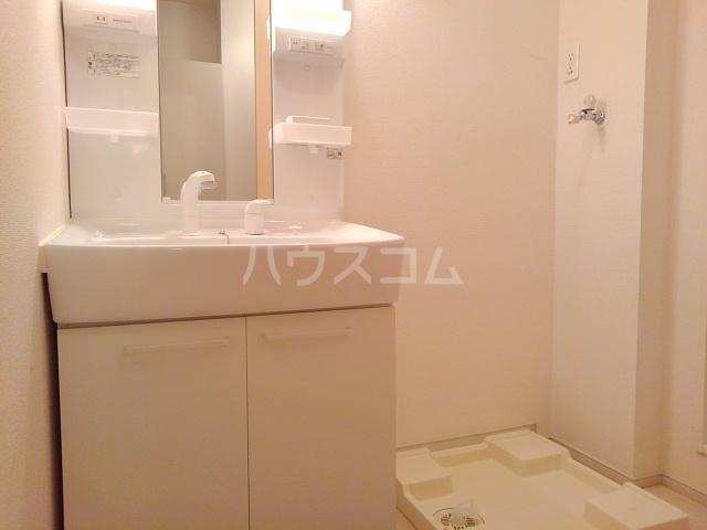 メゾンラフレシールⅡ 01020号室の洗面所