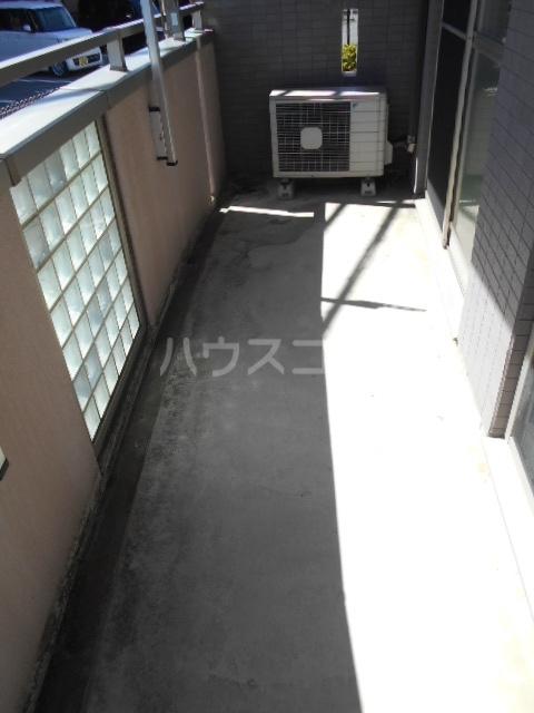 スマイルズ 103号室のバルコニー