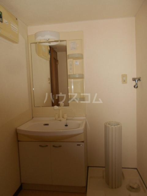 スマイルズ 103号室の洗面所