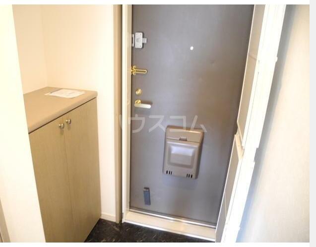 サンプラザ港南台 501号室の玄関