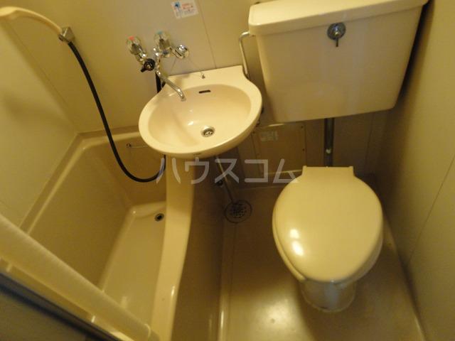 レジデンス桂 206号室のトイレ