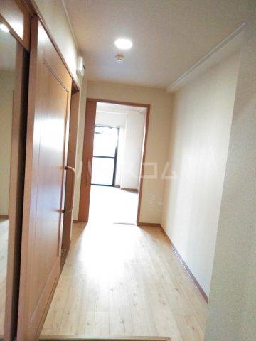 嵐山グランツガルテン 102号室の居室