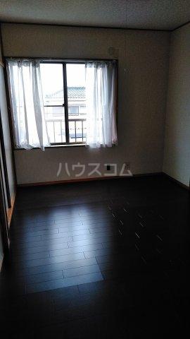 ススキヤアパートB棟 201号室のリビング