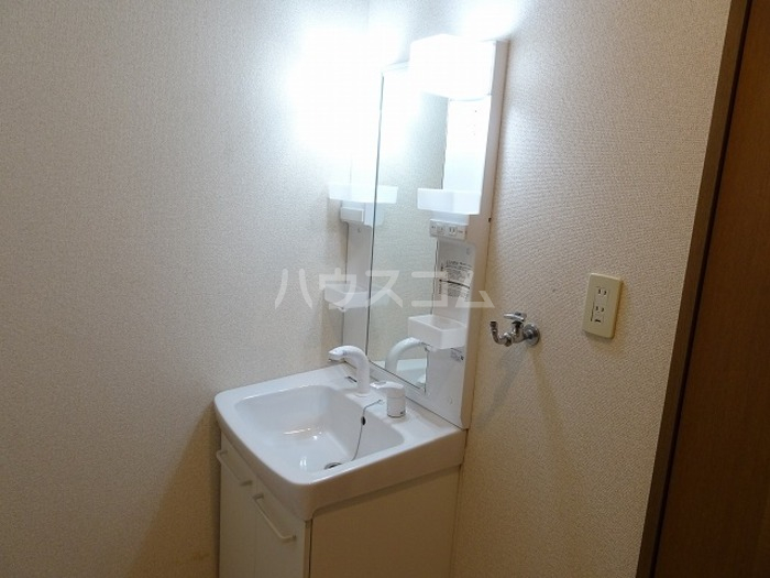 ラ・プランタン A 101号室の洗面所
