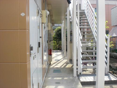 レオパレス沙羅 103号室のエントランス