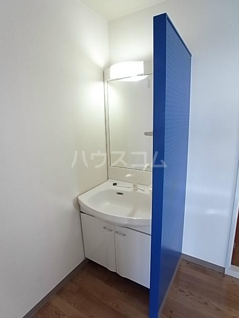 エルパティオ 102号室の洗面所