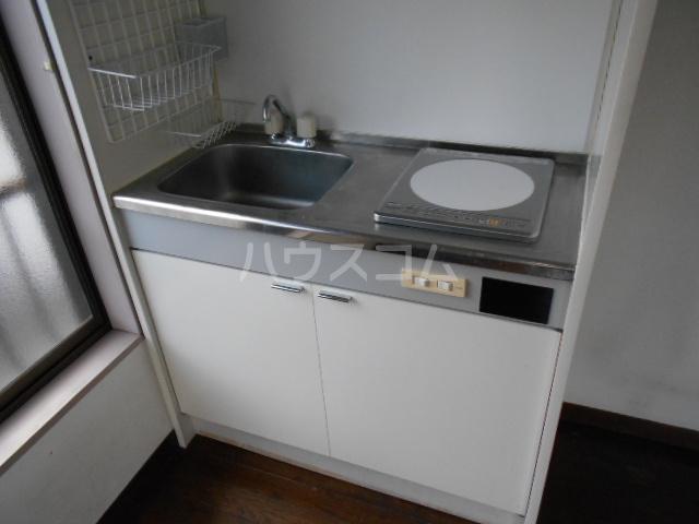 岡部グリーン 201号室のキッチン