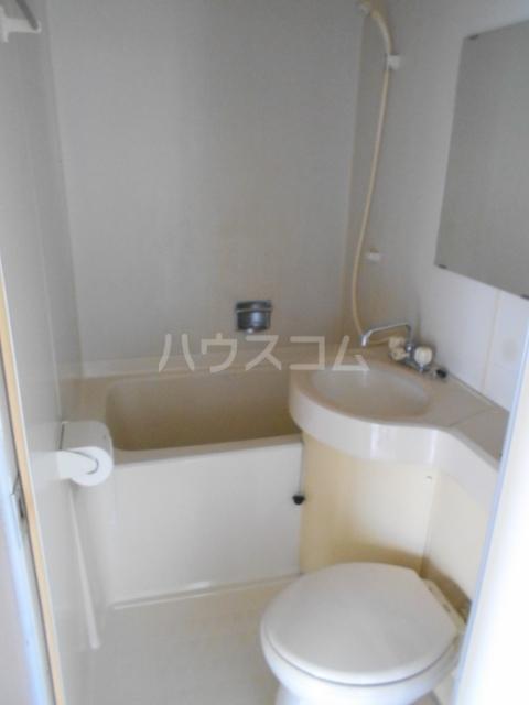 岡部グリーン 201号室の風呂