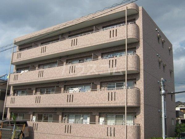 ブラウベルク 303号室の外観