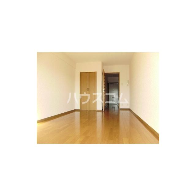マーメイド湘南 205号室のリビング