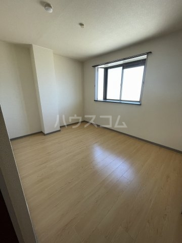 ラルジャンC館 303号室の居室