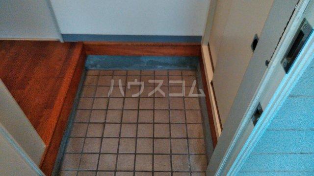 コミュニティープラザE 103号室の玄関