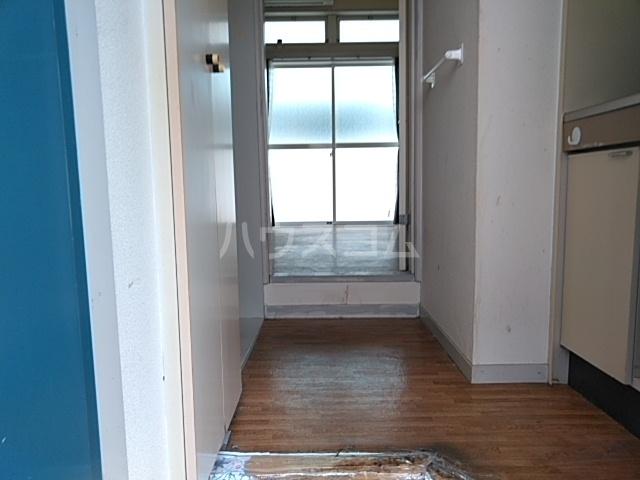 ガヴァナーズアームスC 101号室の玄関