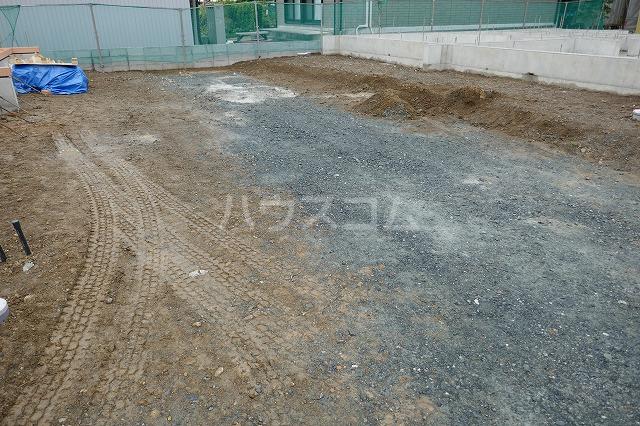 レジデンス天王Aの駐車場
