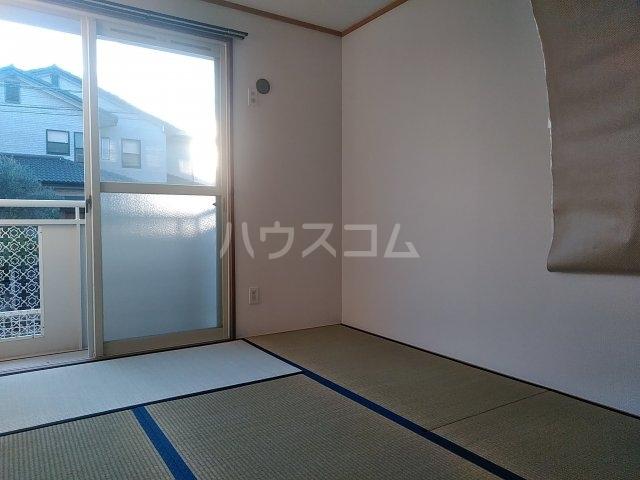 クレスト陽光台 D棟 103号室の居室