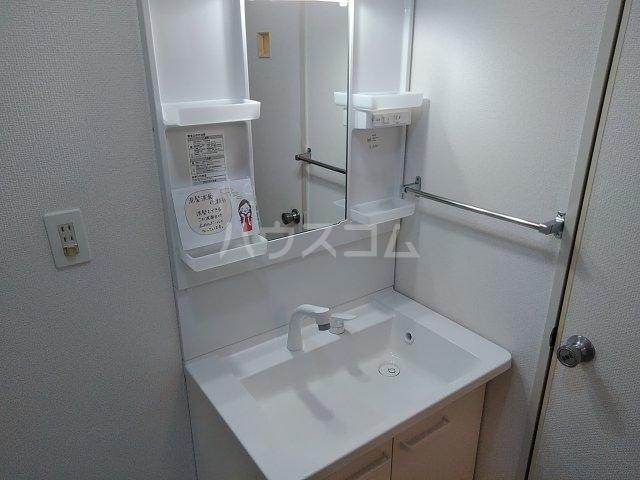 クレスト陽光台 D棟 103号室の洗面所