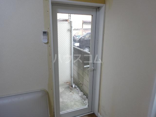 フラッグハイツ 101号室のバルコニー