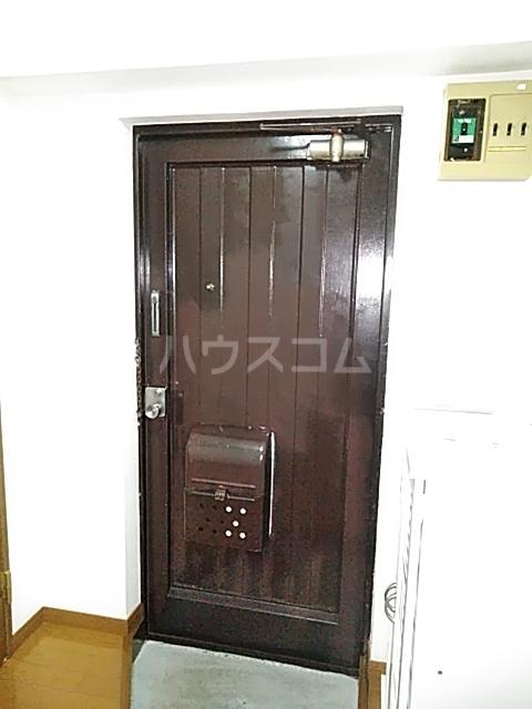 東和マンション 203号室の玄関