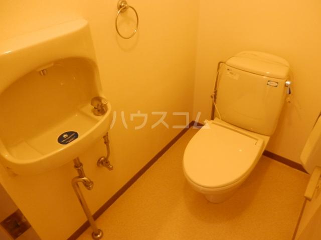 ロイヤルシャトー船橋 205号室のトイレ