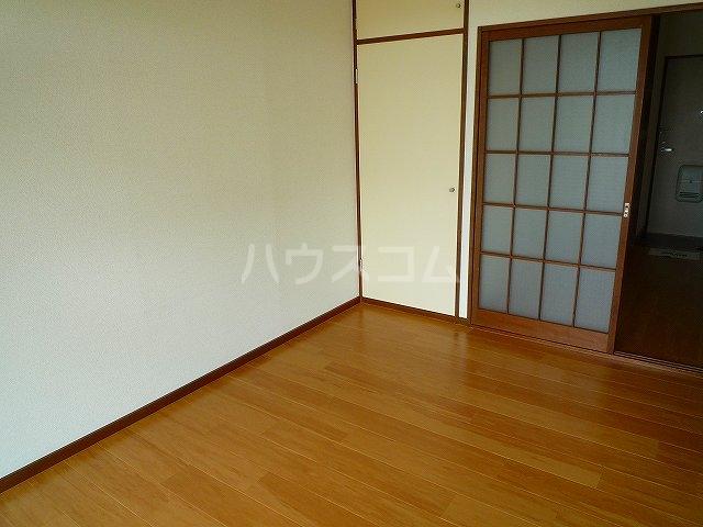 リバーサイド 02020号室の居室
