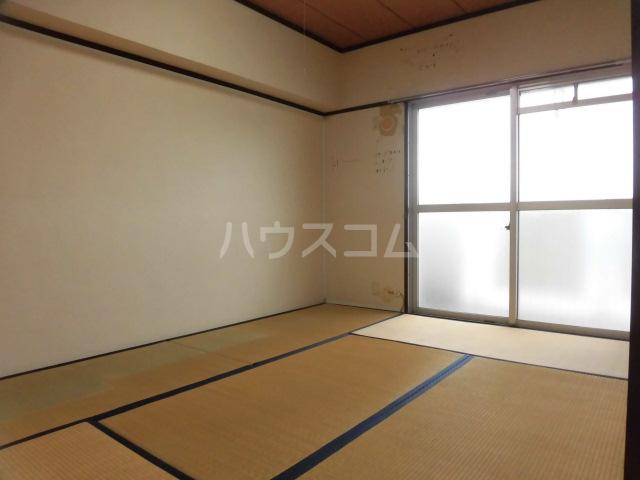 ロイヤルメゾンHAMADA 603号室の居室