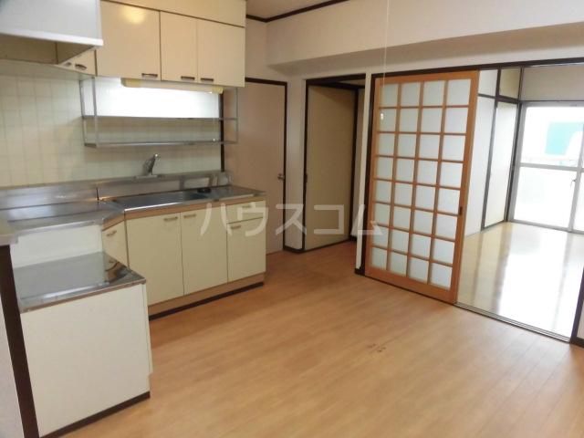ロイヤルメゾンHAMADA 603号室のリビング