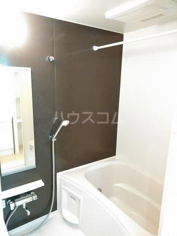 ヴィラ・ウエノ 01010号室の風呂