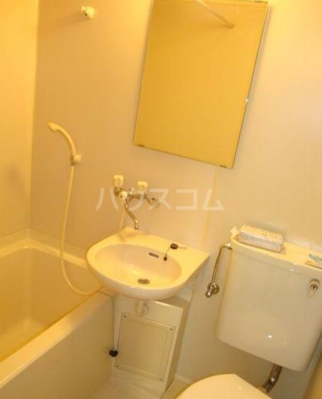 鈴木マンション 402号室の洗面所