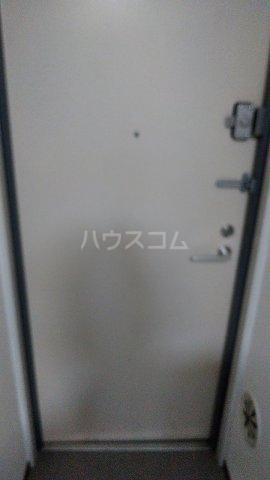 パークサイド鈴木 302号室の玄関