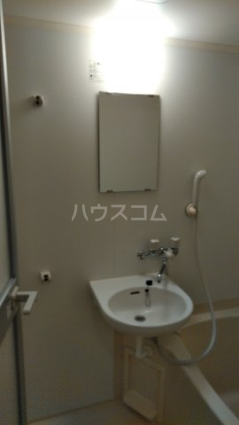 パークサイド鈴木 302号室の洗面所