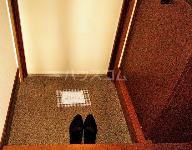 ベイウイング 402号室の玄関