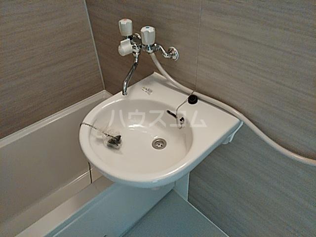 クレーンイーストヒルズ 101号室の洗面所