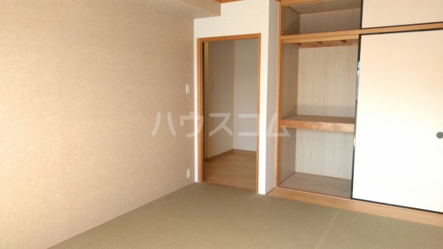 嵐山グランツガルテン 304号室の居室