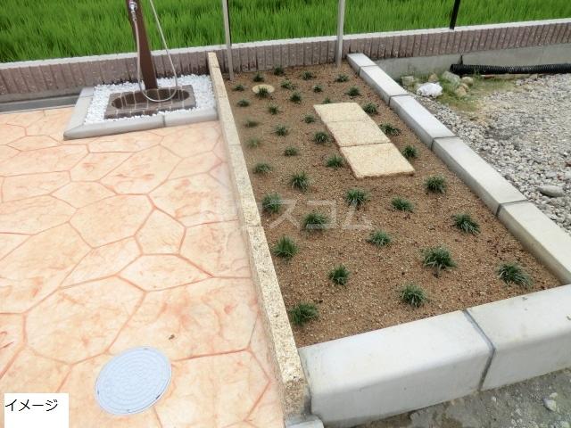 エテルノ貝塚A 03010号室の庭