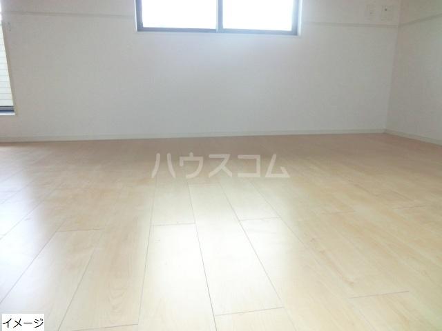 エテルノ貝塚B 01010号室のリビング