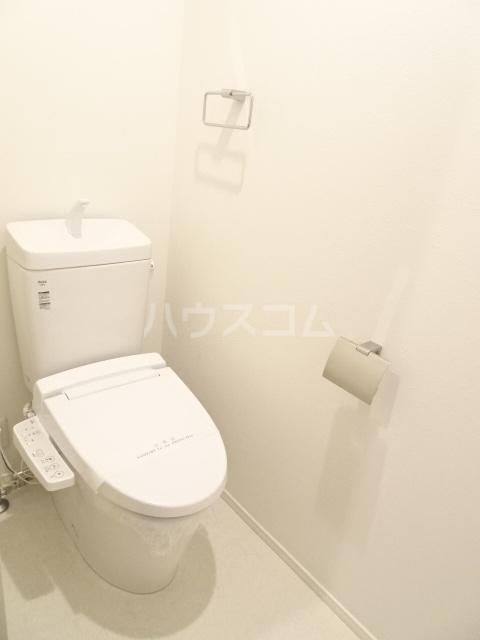 プルミエール山之手 301号室のトイレ