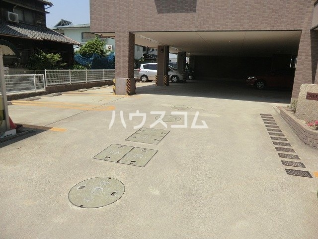 SOLE城山 303号室の駐車場
