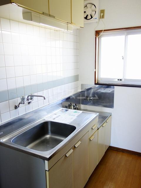 フラワーハイツ 02030号室のキッチン