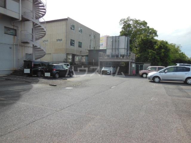 ポリフォニーSUGA 3D号室の駐車場