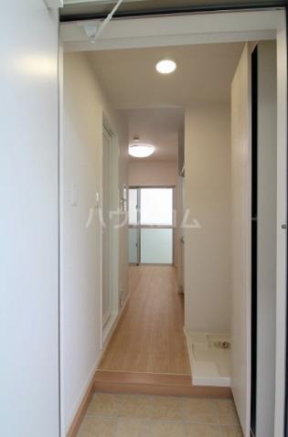 Hana House-Ona 203号室の玄関