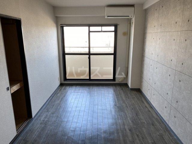 レッドモア 803号室のリビング