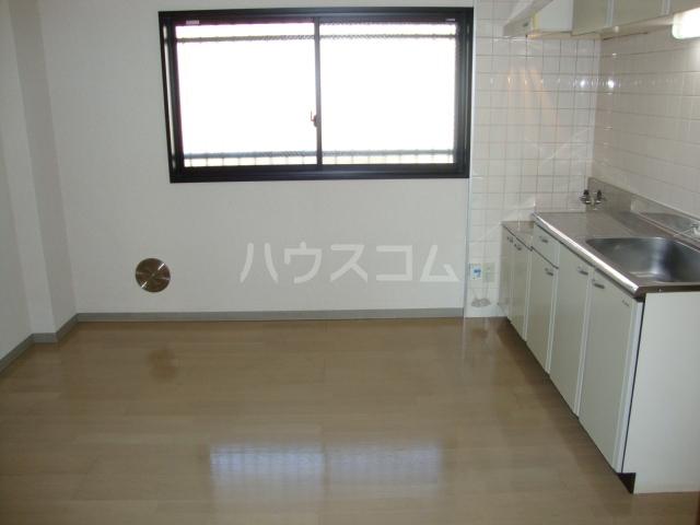 ヴァンベール文ヶ岡Ⅱ 202号室のキッチン