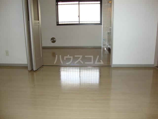 ヴァンベール文ヶ岡Ⅱ 202号室のリビング
