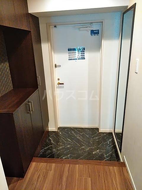 レジディア目白 704号室の玄関
