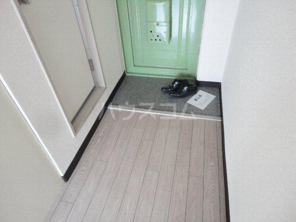サンウイング桂 210号室の玄関