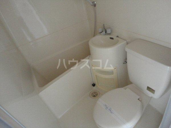 サンウイング桂 210号室のトイレ