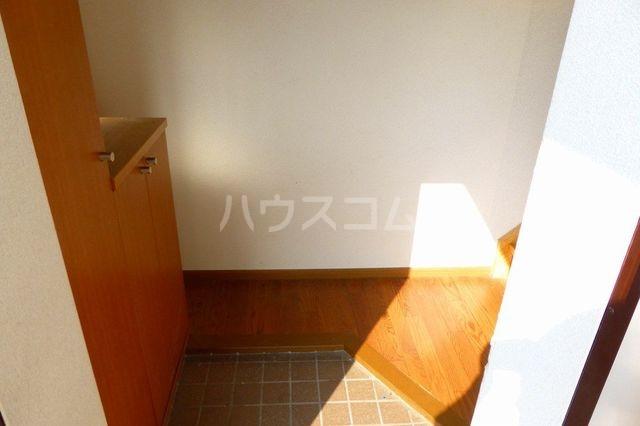 グランプラース 02030号室の玄関