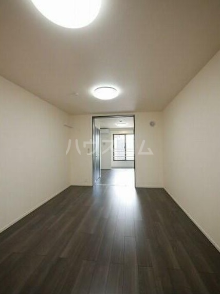 ゴールデン ブラウン 02030号室のリビング